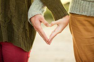 לב עם הידיים