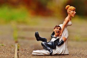 בובות חתן וכלה עצבניים