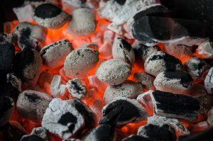 פחמים של על האש