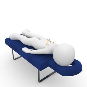 מיטת טיפולים ומטופל